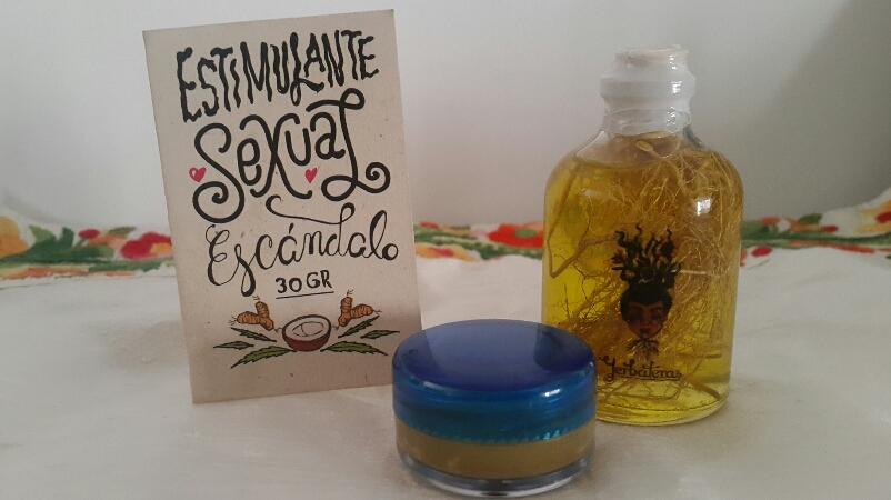 n el Colectivo Yerbateras crearon un aceite para masajes que contiene Mandrágora y un estimulante sexual natural, a base de aceite de coco, jengibre, menta y cannabis.